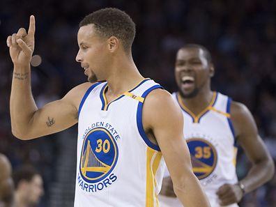 Stephen Curry et Kevin Durant sont attendus cette saison. Golden State compte bien reprendre le titre NBA cédé à Cleveland en juin dernier.
