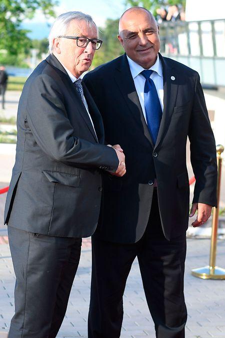 O primeiro-ministro da Bulgária, Boyko Borissov, e o Presidente da Comissão Europeia, Jean-Claude Juncker.