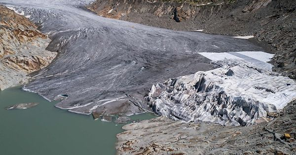 Massiver-Eisverlust-durch-Hitzesommer-an-Schweizer-Gletschern