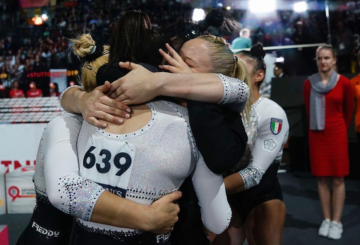 Italiens Turnerinnen jubeln über den unerwarteten Bronze-Coup.