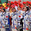 """Die Besatzung von """"Shenzhou 9"""" - Liu Yang, Liu Wang, und Jing Haipeng (von links nach rechts), vor ihrem Start."""