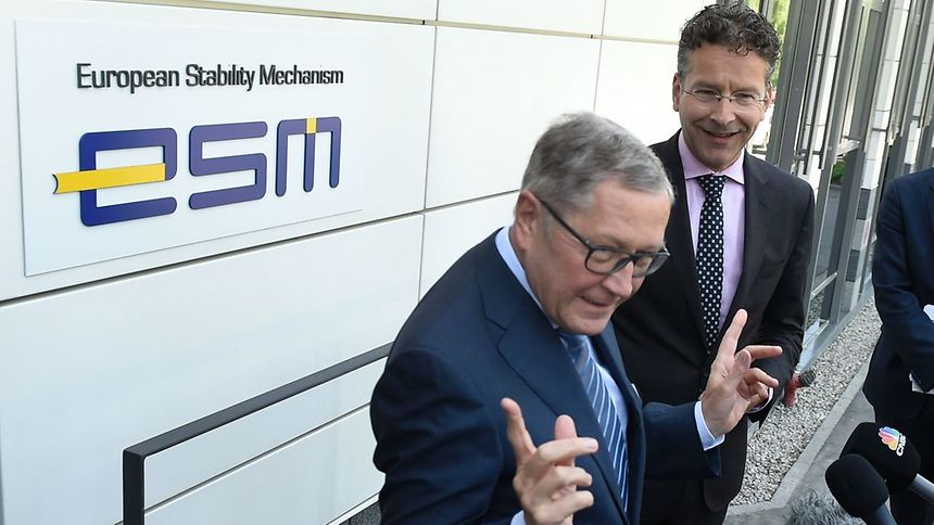 Eurogroup President Jeroen Dijsselbloem (R) looks on as ESM Managing Director Klaus Regling answers journalists' questions on Thursday.