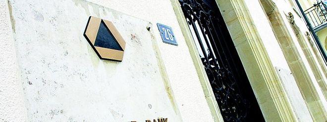 Das Gebäude der Dresdner Bank am Marché-aux-Herbes liegt direkt gegenüber dem großherzoglichen Palast und dem Parlament.