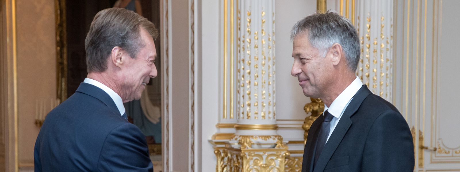 Le Grand-Duc a été le premier à féliciter Henri Kox au terme de son assermentation, ce vendredi matin.