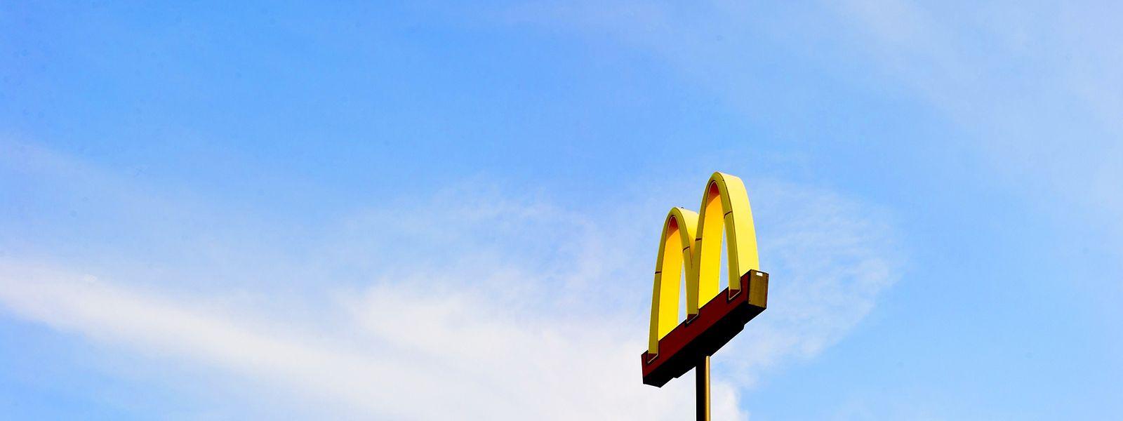 Trois fédérations syndicales ont accusé McDonald's d'avoir soustrait plus d'un milliard de recettes fiscales aux États européens