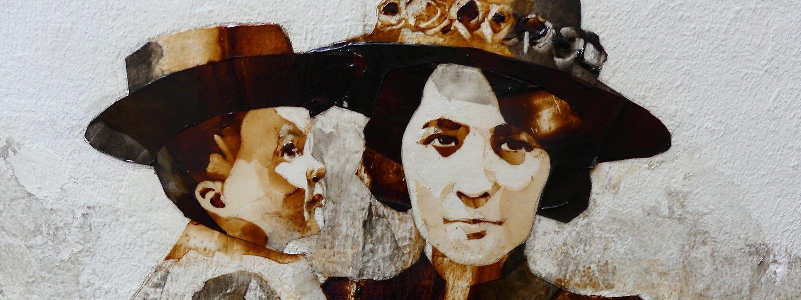 Kunst aus Kaffee: Die Wandgemälde mit Straßenszenen aus 1900 befinden sich in der Ruelle du Lapin Vert, der Gasse zum Grünen Hasen.