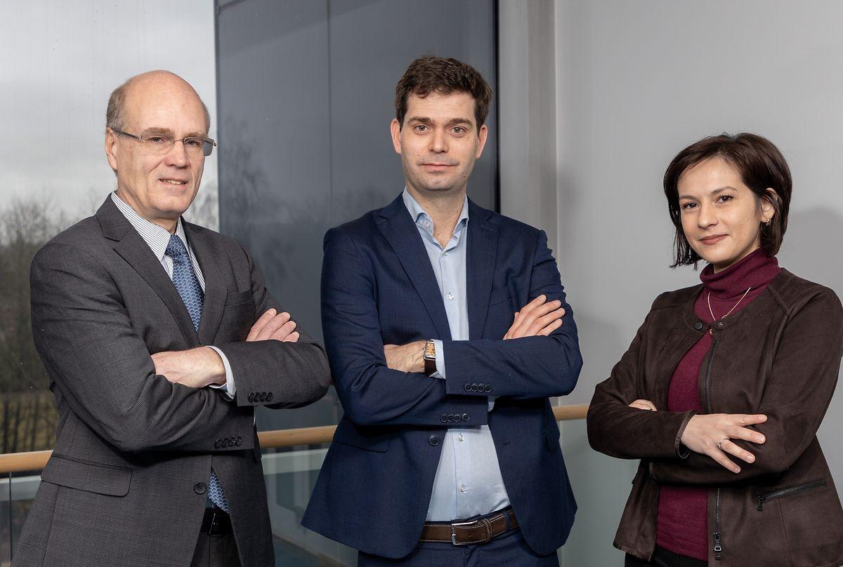 "Björn Ottersten (Direktor des SnT), Michel Poucet (LMO) und Djamila Aouada (Leiterin der Forschungsgruppe ""Computer Vision, Imaging & Machine Intelligence"") (v.l.n.r.)."