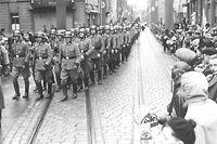 Kollaborateure der Nationalsozialisten sollen teilweise noch bis heute dafür bezahlt werden.