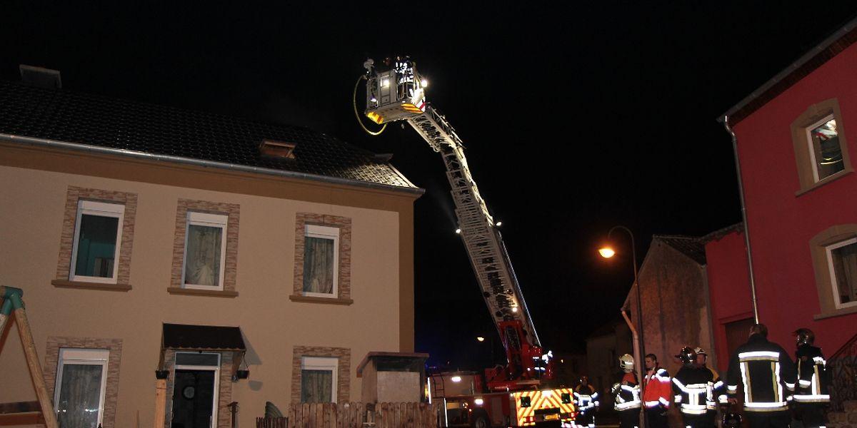 Die Feuerwehr konnte verhindern, dass sich der Brand auf das gesamte Haus ausbreitet.