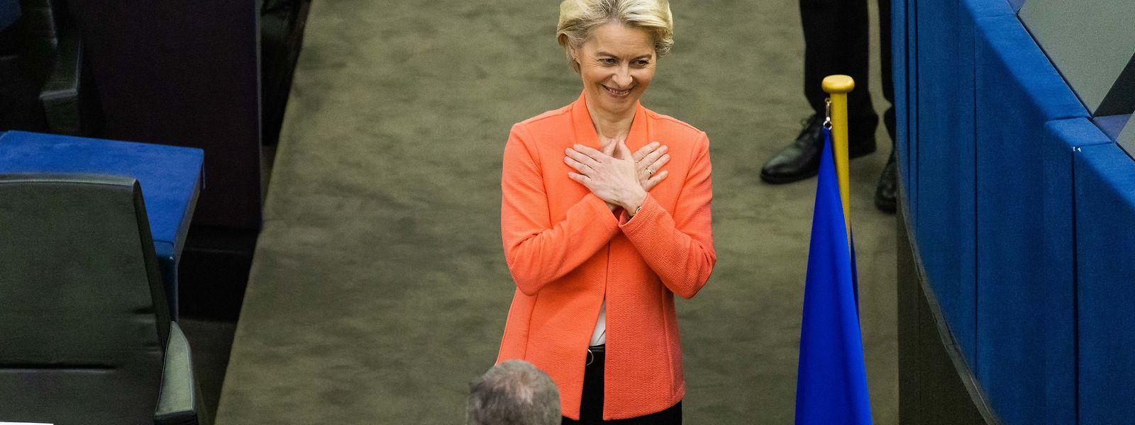 Ursula von der Leyen, Präsidentin der Europäischen Kommission und Mitglied der Fraktion EVP, bedankt sich nach ihrer Rede zur Lage der Union für den Applaus.