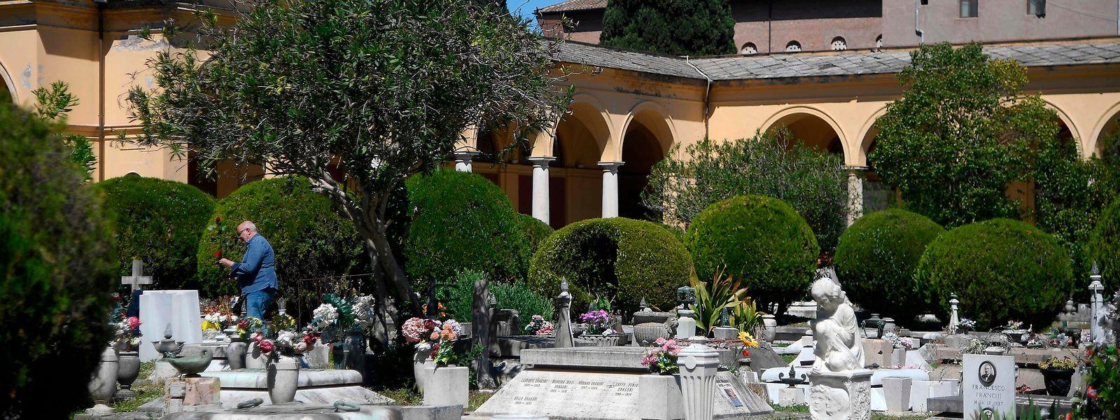 L'Italie est le deuxième pays européen, après le Royaume-Uni mardi, à dépasser la barre symbolique des 30.000 morts du covid-19