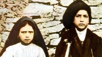 LIS01D:BEATIFICATION-FATIMA:LISBON,8MAY00 - TO GO WITH FEATURE STORY FATIMA-POPE - UNDATED FILE PHOTO - Three young shepherds, Jacinta Marto (L), Francisco Marto (C) and Lucia dos Santos who during the Spring of 1916 saw the Holy Mary over a tree in Fatima. Pope John Paul makes his third visit this week to the sanctuary that marks the spot where the church believes the Virgin Mary appeared to three poor shepherd children over 80 years ago.  jr/Photo by Consolata Missions REUTERS