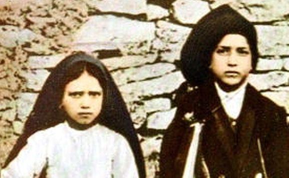 Papa: Costa oferece a Francisco relicário em prata de Santo António