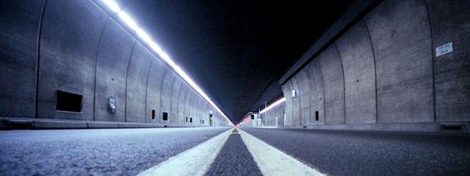 Der Gegenverkehr ist das größte Sicherheitsmanko des 17 Kilometer langen Gotthardtunnels.