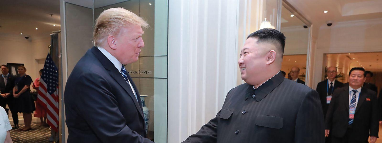 "Handschlag ohne ""sehr guten Dialog"": Donald Trump, Kim Jong Un (r.)"