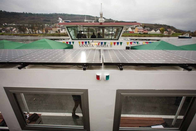 "Schiffstaufe der neuen Elektro-Fähre ""Sankta Maria II""."