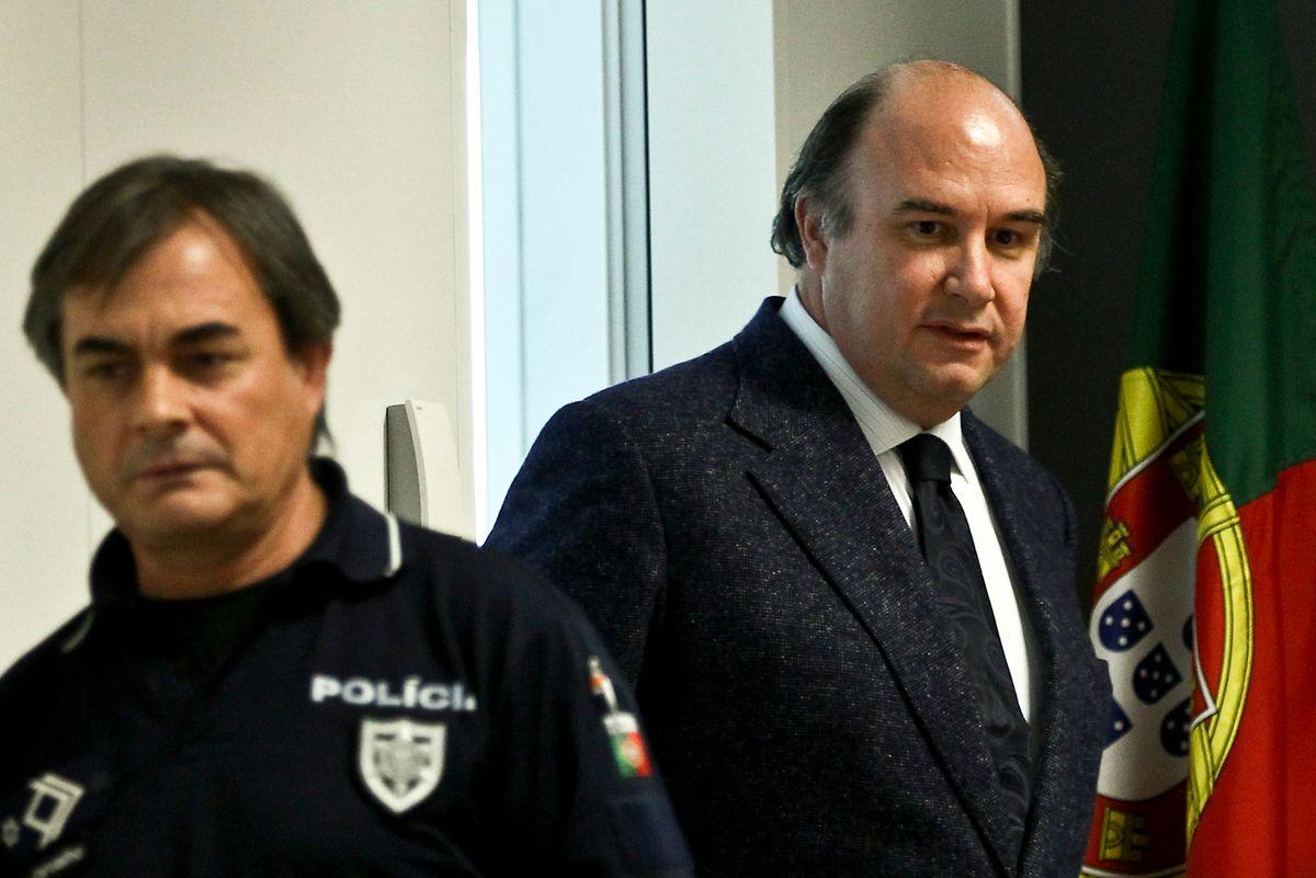 Vale e Azevedo até foi sacristão na prisão da Carregueira. Dado o seu comportamento exemplar apenas cumpriu cinco sextos da pena. Foi libertado em 2016.