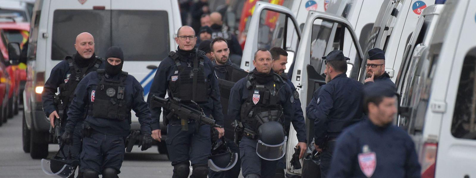 Spezialeinheiten der Polizei beendeten die Geiselnahme gegen 21 Uhr.