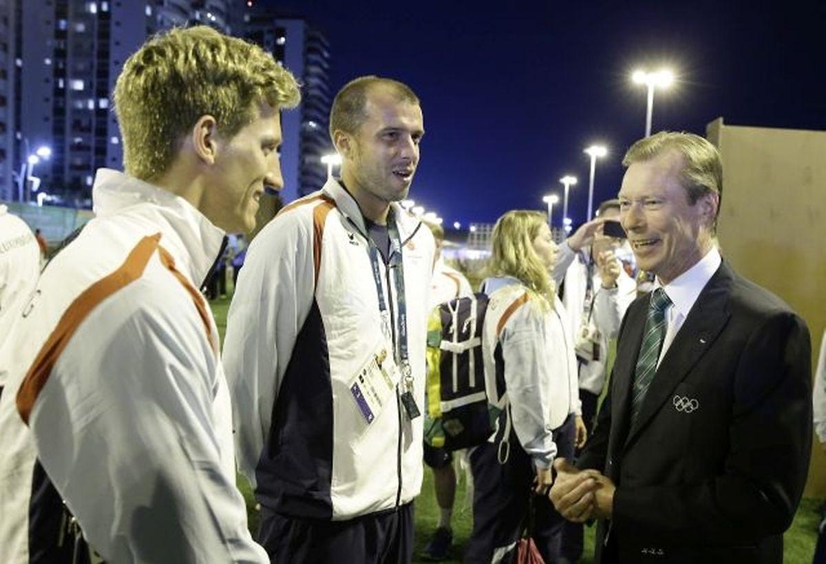 Gutgelaunt: Laurent Carnol (l.) und Gilles Muller (M.) plaudern mit Großherzog Henri.