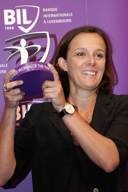 """Stéphanie Jauquet a reçu le prix """"Business Woman of the Year 2019"""" mercredi soir dans les locaux de la BIL."""