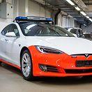 Carros da polícia presos por detalhes