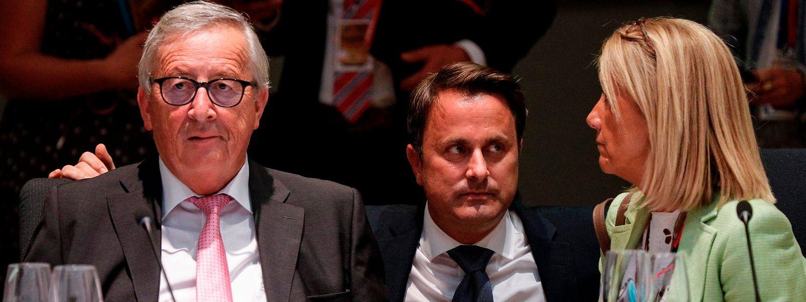 Jean-Claude Juncker, le président de la Commission européenne, et le Premier ministre Xavier Bettel avant le début du sommet de Bruxelles ce dimanche soir.