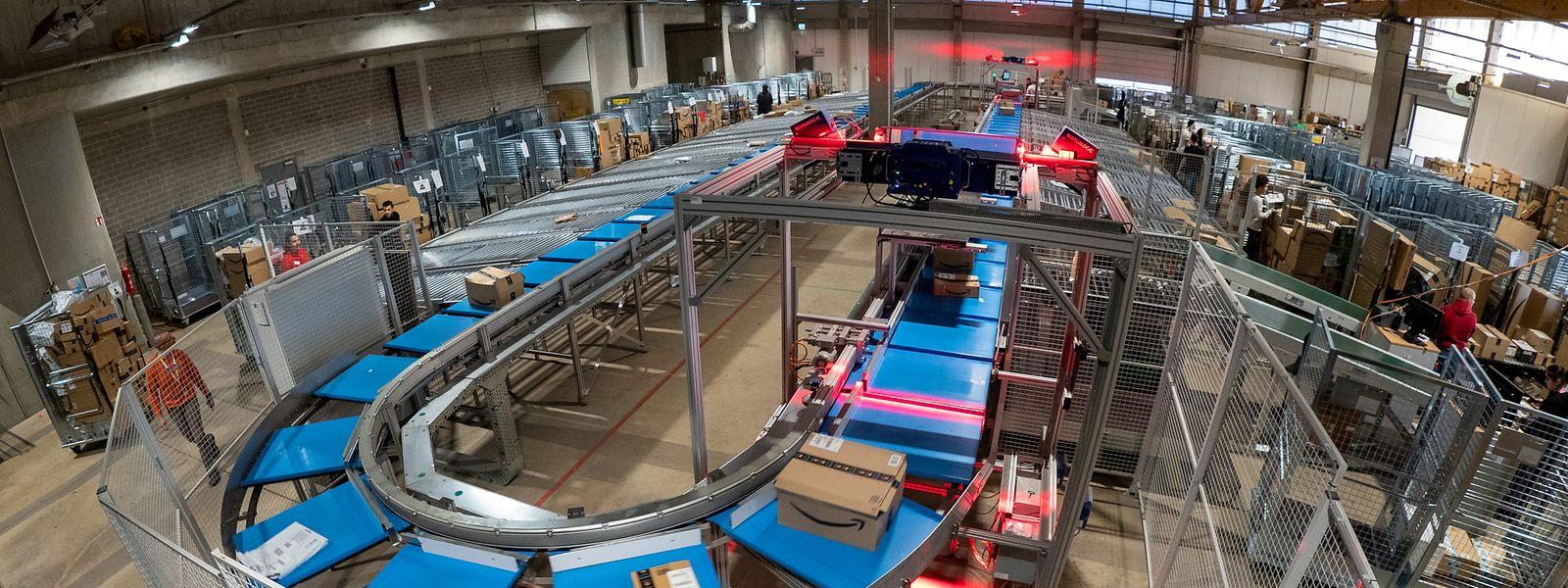 Le nouveau système de tri permet de faire face au grand nombre de colis dans la période précédant Noël, car de nombreux processus sont automatisés.
