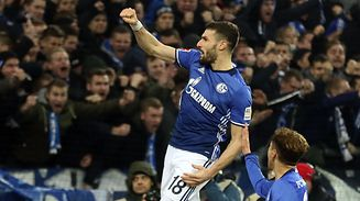 Schalke's German midfielder Daniel Caligiuri celebrates after scoring during the German first division Bundesliga football match between FC Schalke 04 and FC Augsburg on December 13, 2017 in Gelsenkirchen.  / AFP PHOTO / DPA / Ina Fassbender / Germany OUT / RESTRICTIONS: DURING MATCH TIME: DFL RULES TO LIMIT THE ONLINE USAGE TO 15 PICTURES PER MATCH AND FORBID IMAGE SEQUENCES TO SIMULATE VIDEO. == RESTRICTED TO EDITORIAL USE == FOR FURTHER QUERIES PLEASE CONTACT DFL DIRECTLY AT + 49 69 650050