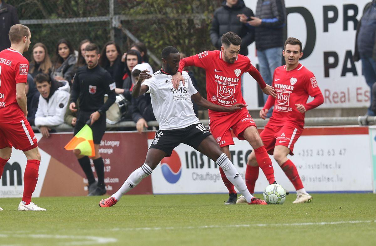 Florian Weirich tente de se débarasser de Bertino Cabral.