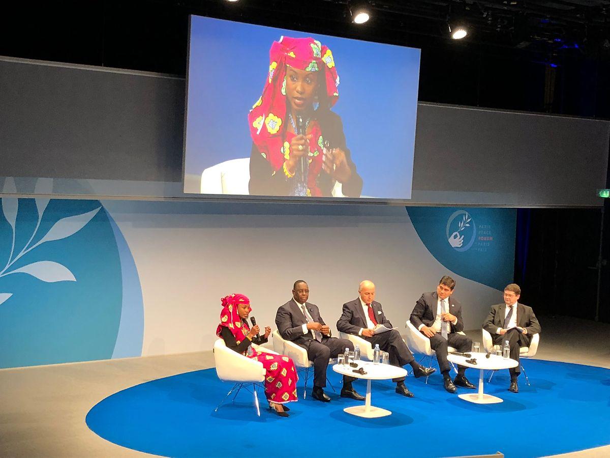 Le président du Sénégal, Laurent Fabius et le président du Costa Rica au centre d'une discussion sur les enjeux géopolitiques de l'écologie.