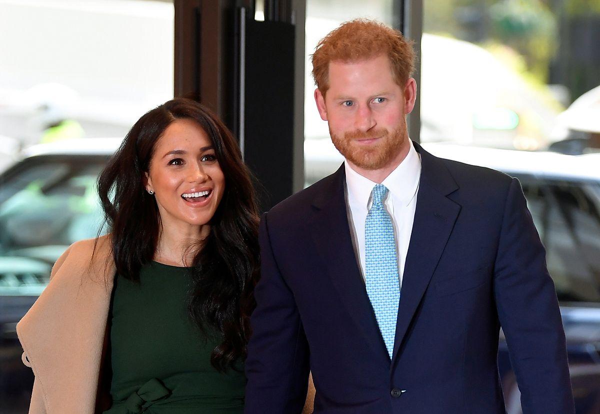 Der britische Prinz Harry (r), Herzog von Sussex, und seine Frau Meghan, Herzogin von Sussex, kommen zu den jährlichen «WellChild Awards» im Royal Lancaster Hotel.