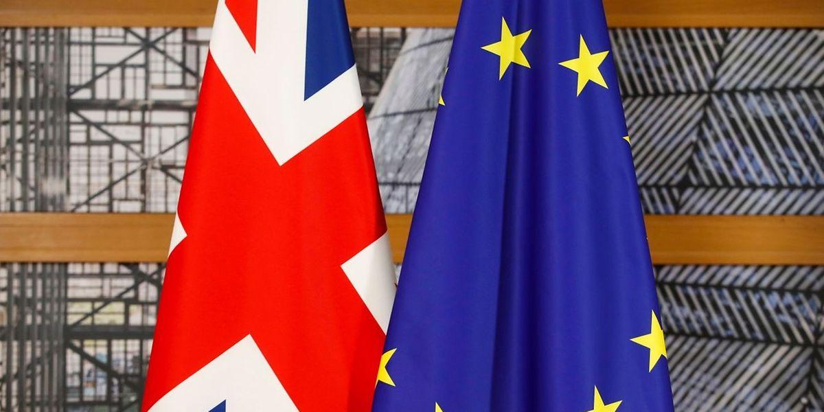 """Nur wenn die EU bei allen drei Schlüsselfragen - also Schlussrechnung, Rechte der Bürger und Irland - am Montag """"ausreichenden Fortschritt"""" erkennt, will sie Mitte Dezember die Verhandlungen über die künftigen Beziehungen mit Großbritannien starten."""