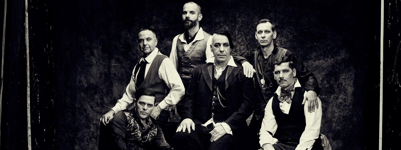 Rammstein wissen sich in Szene zu setzen. Das gilt besonders für ihre Bühnenshow, welche die Fans in Luxemburg am 20. Juli live erleben dürfen.