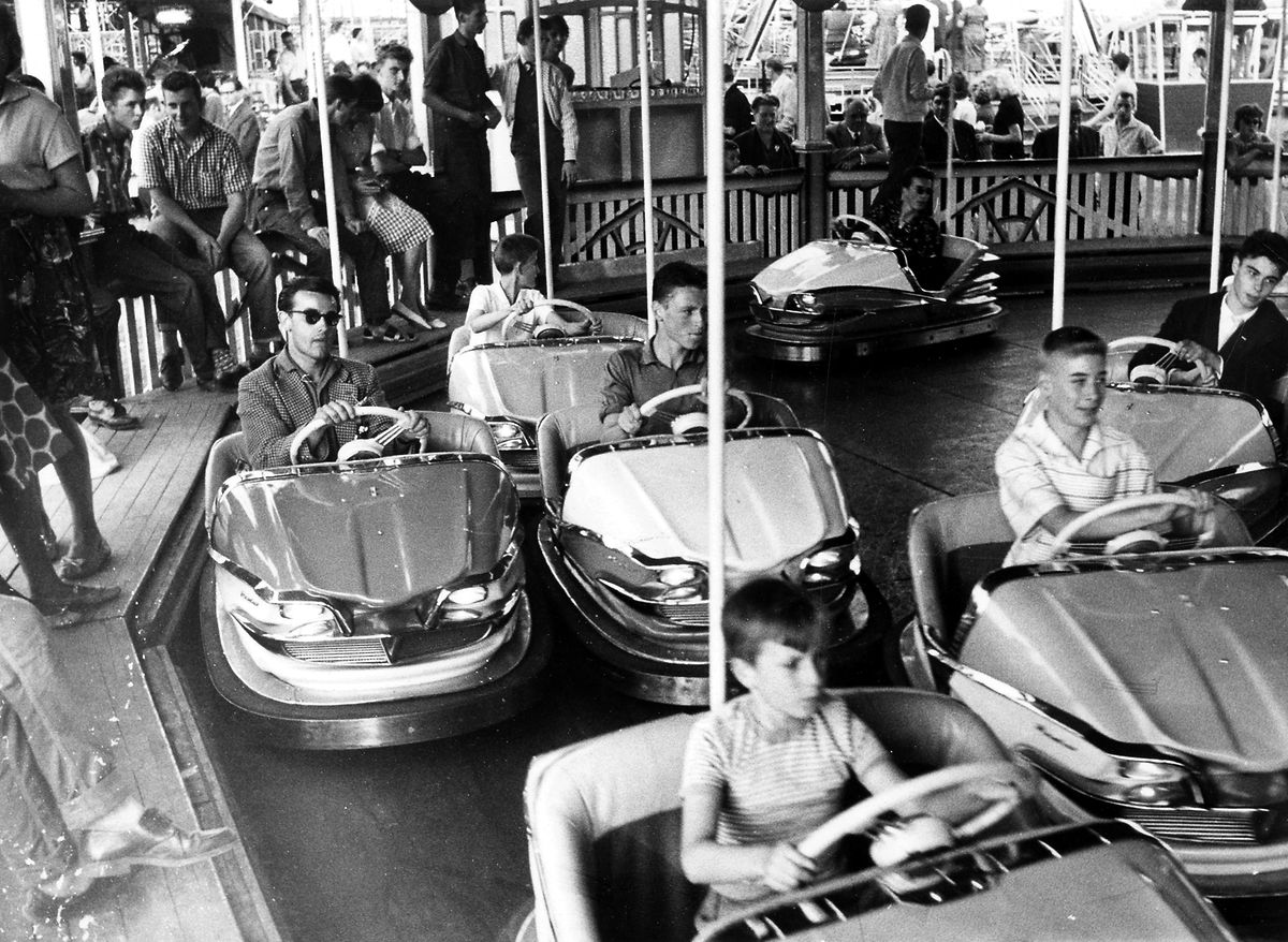 Les auto-tamponneuses à la foire en 1959