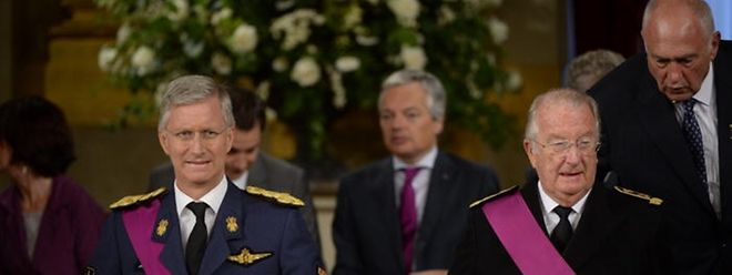 König Albert II. (r.) unterschrieb am Vormittag die Abdankungsurkunde.