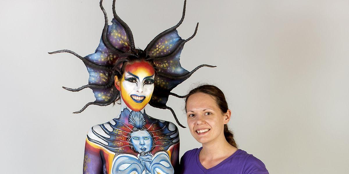Farbenfroh: Lynn Schockmel (r.) und ihr Model Joelle Montegriffo.
