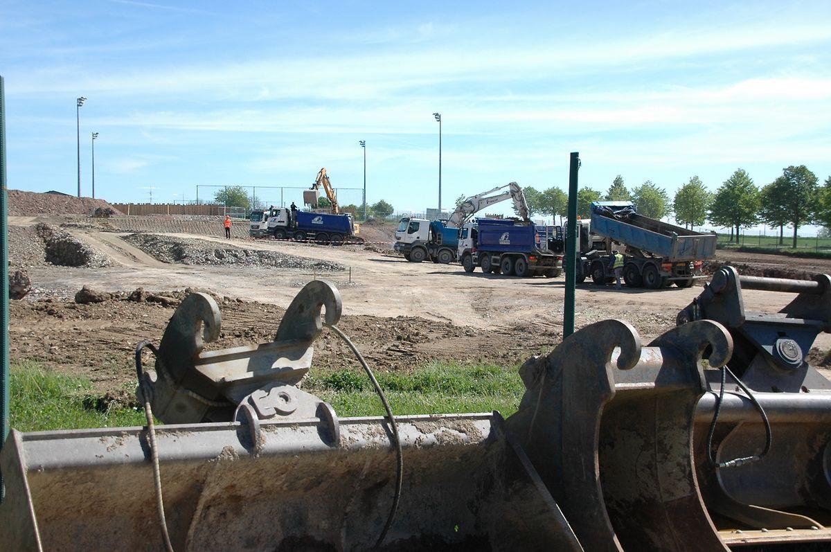 Die neue Produktionsstätte, in unmittelbarer Nähe zum Fußballfeld, liegt auch verkehrstechnisch ideal.