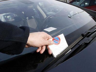 """Künftig werden """"Agents municipaux"""" Falschparkern einen Strafzettel verpassen können."""