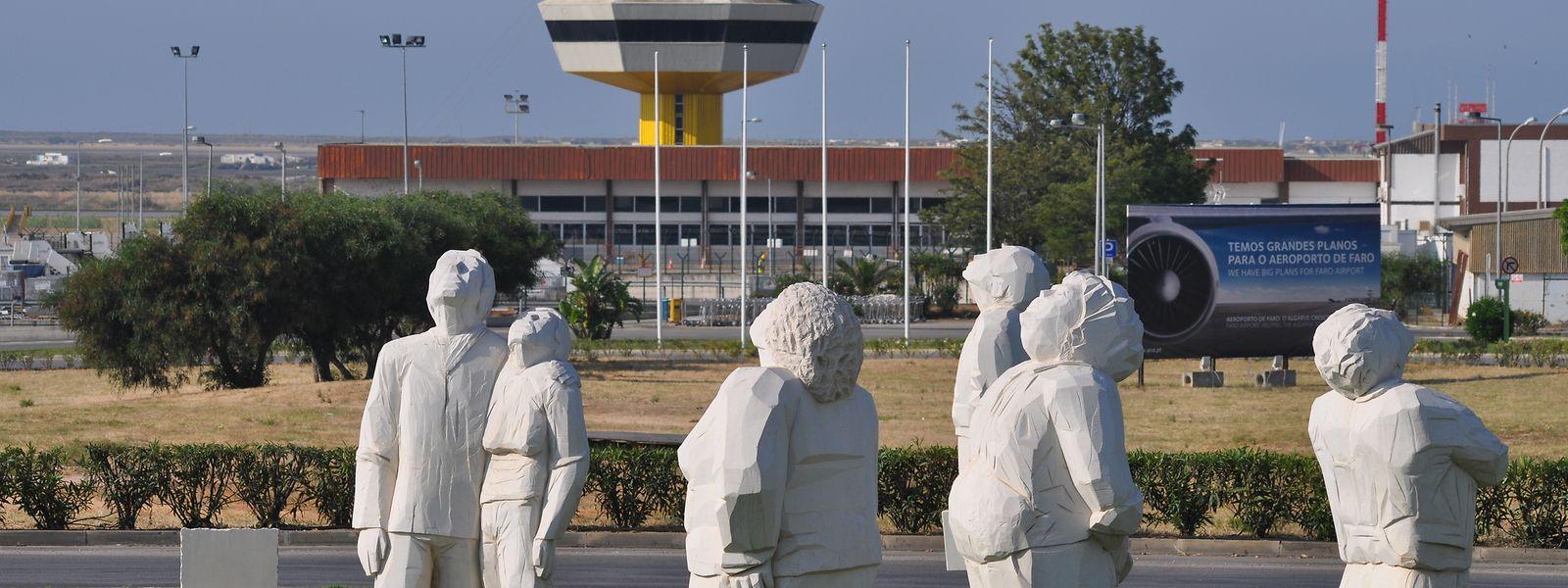 Les statues aux abords de l'aéroport de Faro vont retrouver les clients Luxair.