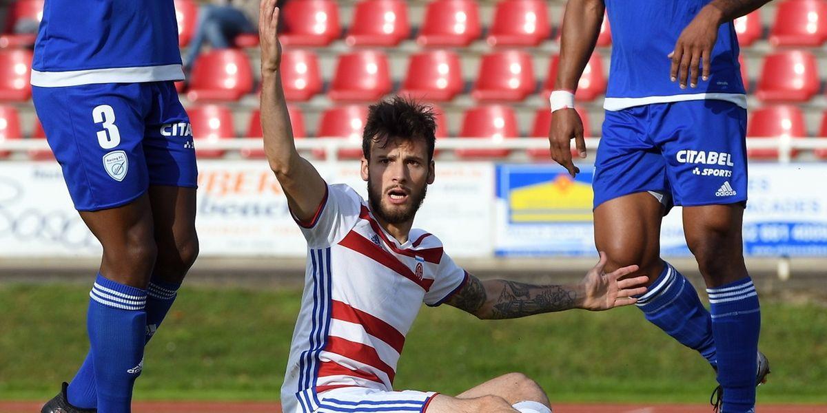 Suite à un contact anodin, Stefano Bensi va être obligé de quitter ses partenaires. Encore un coup dur pour le club et la sélection.