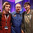 Die beiden luxemburgischen Studenten Yannick Kohl (links) und Julien Goedert mit dem Astronauten Frank De Winne.