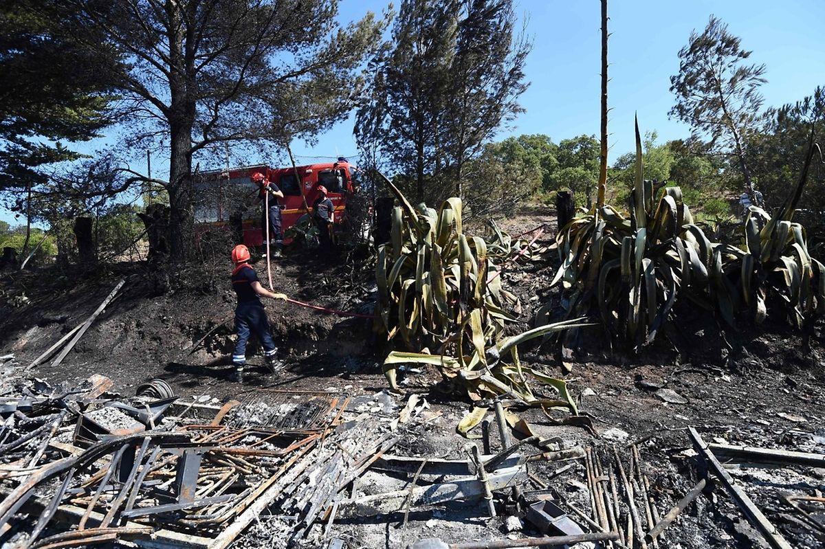 Les flammes ont atteint le camping de Bormes-les-Mimosas. Près de 3.000 campeurs et 10.000 personnes en tout ont été évacués au cours de la nuit.
