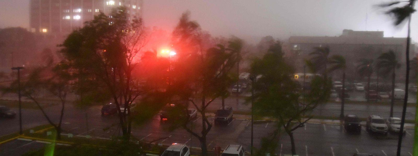 In Puerto Rico haben sich Tausende bereits in Sicherheit gebracht.