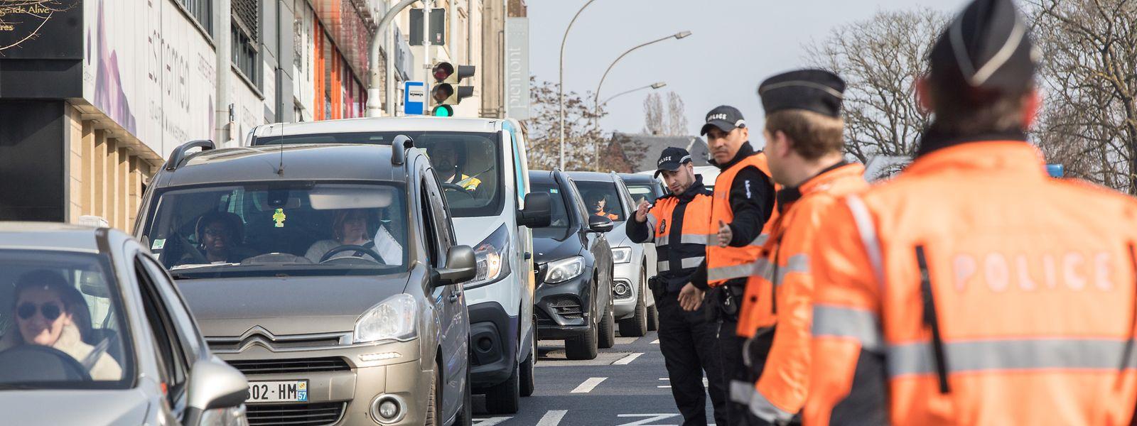 Die Polizei kontrolliert, ob die Regeln des Notstands auch berücksichtigt werden. So fand etwa vergangene Woche eine entsprechende Kontrolle in der Route d'Esch in Hollerich statt.