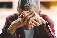 Ältere Menschen als leichte Opfer – immer wieder versuchen böswillige Menschen, sich an den Schwächen anderer zu bereichern. Die Beweislage in Prozessen bleibt aber schwierig.