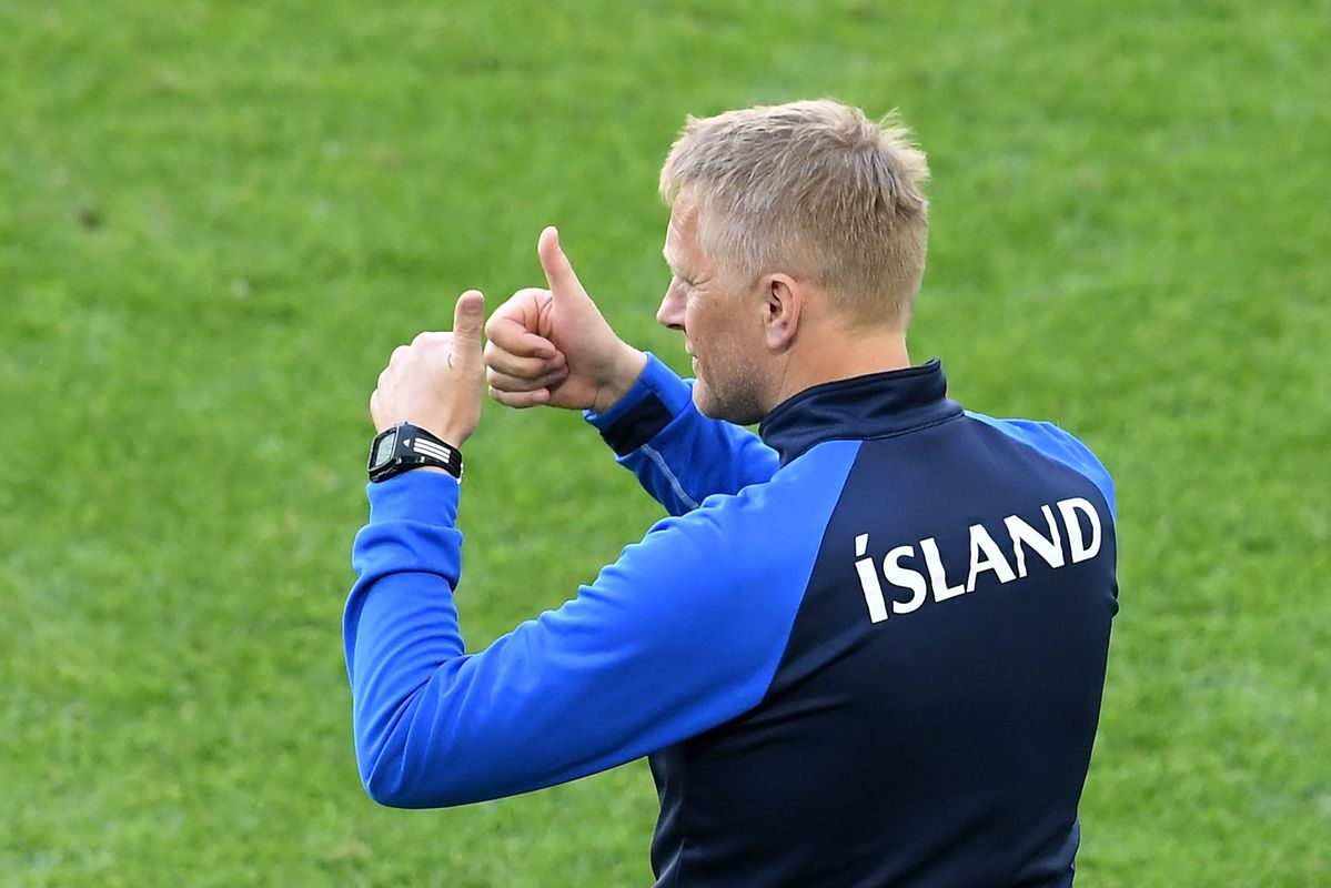 Iceland's coach Heimir Hallgrimsson gestures during the Russia 2018 World Cup Group D football match between Argentina and Iceland at the Spartak Stadium in Moscow on June 16, 2018. / AFP PHOTO / Francisco LEONG / RESTRICTED TO EDITORIAL USE - NO MOBILE PUSH ALERTS/DOWNLOADS