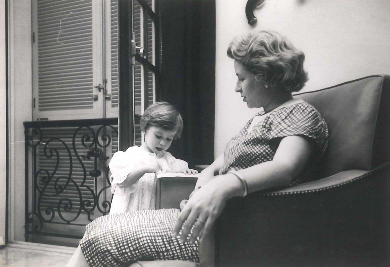 Maria Teresa e a mãe, Maria Teresa Batista-Falla de Mestre.