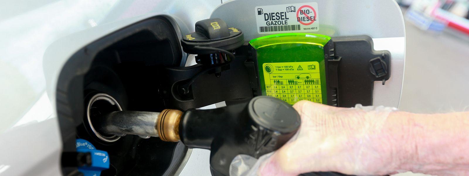 Nicht nur Diesel wird nächstes Jahr teurer: Auch beim Benzin legt der Staat eine Schippe Akzisen drauf.