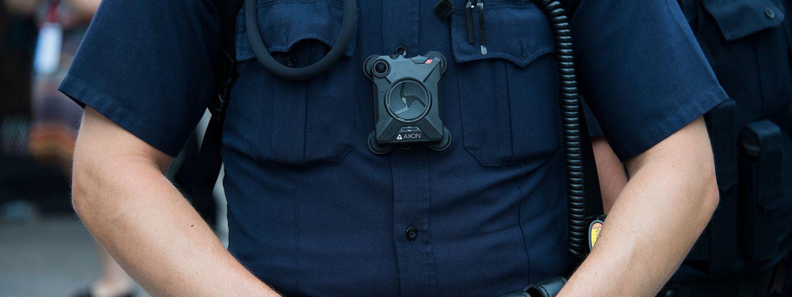 In den USA zählen Bodycams vielerorts seit Jahren zum Polizeistandard. Das gleiche Modell wie in den USA ist auch seit 2017 in Baden-Württemberg im Einsatz.