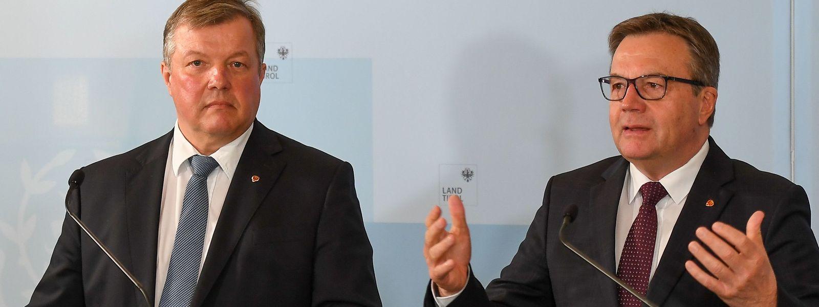Tirols Landeshauptmann Günther Platter (r.) und Gesundheitslandesrat Bernhard Tilg informieren über die Coronavirus-Fälle.